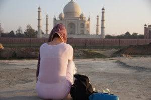 Méditation devant le Taj Mahal