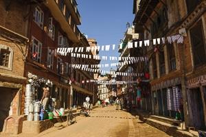 Voyage organisé en petit groupe - rue de Bhaktapur - Népal - Agence de voyage Les Routes du Monde