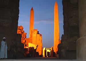 Voyage organisé en petit groupe - Lever du soleil à Karnak - Egypte - Agence de voyage Les Routes du Monde