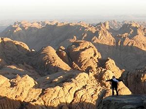 Voyage organisé en petit groupe - sommet Mont Sinai - Egypte - Agence de voyage Les Routes du Monde
