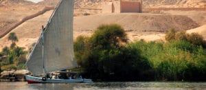 Voyage organisé en petit groupe - tombeau de l'Aga Khan Aswan - Egypte - Agence de voyage Les Routes du Monde