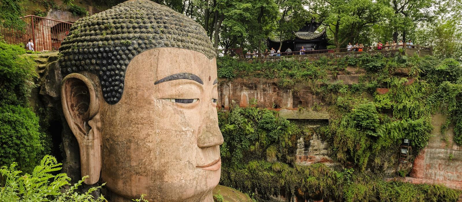 Voyage organisé en petit groupe - Leshan - Chine - Agence de voyage Les Routes du Monde