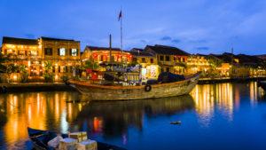 Voyage organisé en petit groupe - Hoian le soir - Vietnam - Agence de voyage Les Routes du Monde