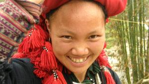 Voyage organisé en petit groupe - femme Dao Rouge - Vietnam - Agence de voyage Les Routes du Monde