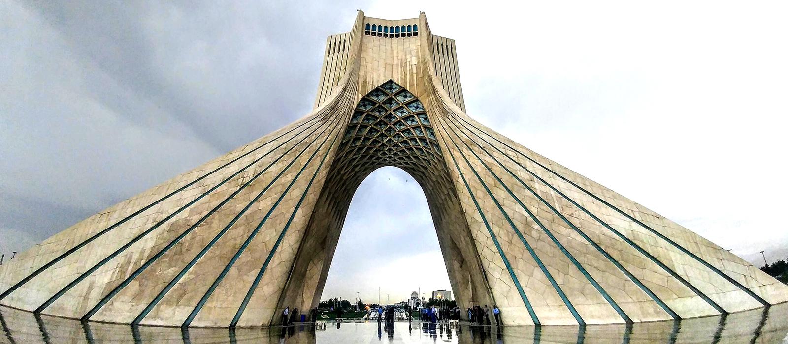 Voyage organisé en petit groupe - Azadi Square, Téhéran - Iran - Agence de voyage Les Routes du Monde