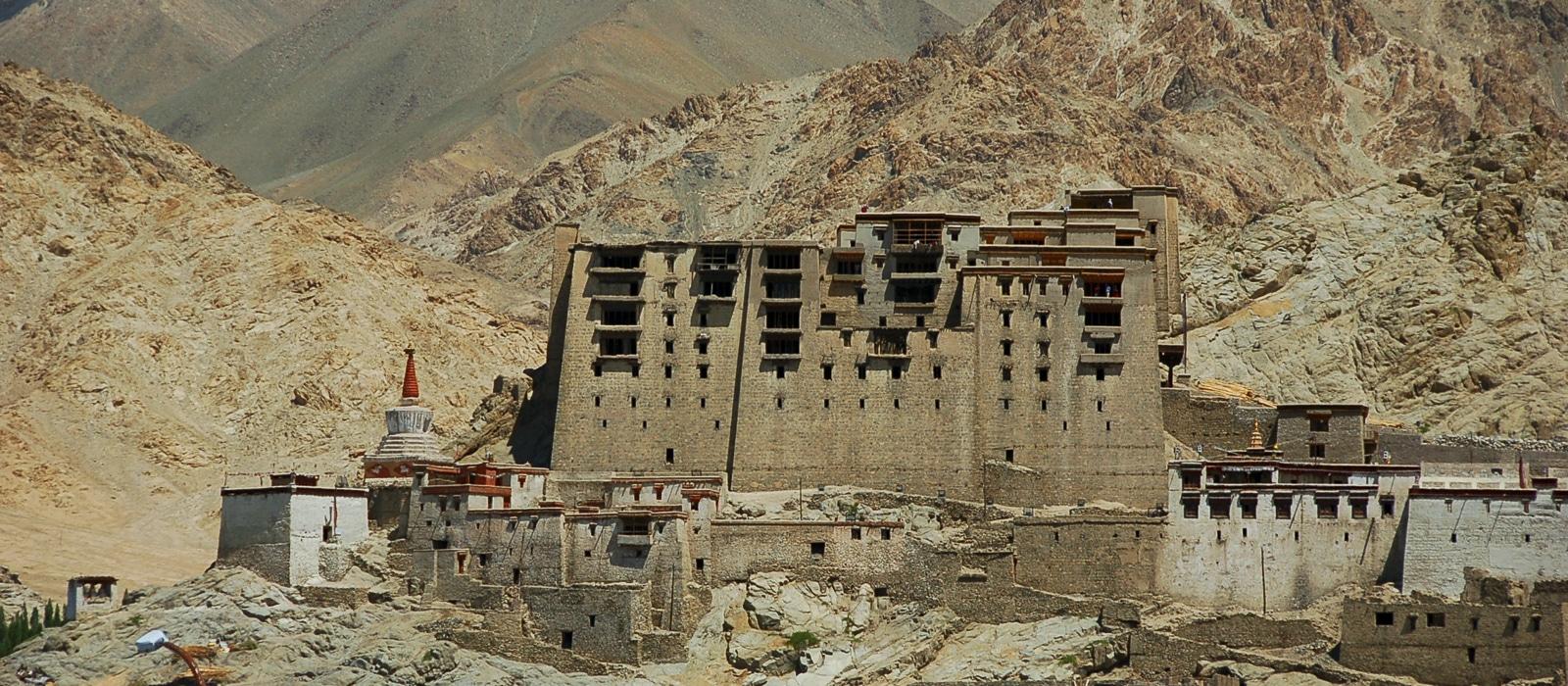 Voyage organisé sur mesure - palais de Leh Ladakh - Inde du nord - Agence de voyage Les Routes du Monde