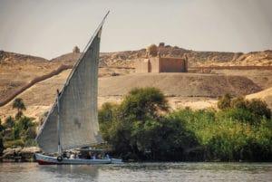 Voyage organisé en petit groupe - tombeau de l'Aga Khan - Egypte - Agence de voyage Les Routes du Monde