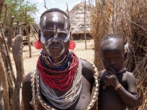 Voyage organisé en petit groupe - homme Karo - Éthiopie - Agence de voyage Les Routes du Monde