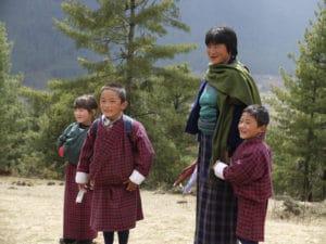 Voyage organisé en petit groupe - famille bouthanaise - Bhoutan - Agence de voyage Les Routes du Monde