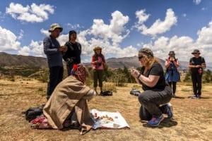 Voyage organisé en petit groupe - Cérémonie Despacho - Cusco - Pérou - Agence de voyage Les Routes du Monde