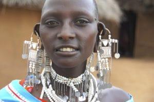 Voyage organisé en petit groupe - femme massai - Tanzanie - Agence de voyage Les Routes du Monde